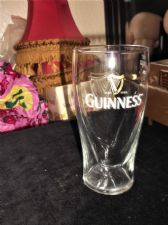 OFFICIAL GUINNESS 1 PINT GLASS RAISED HARP SHAPED BASE M13 ARC